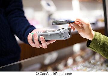 cliente, pagar, tarjeta de crédito, con, nfc, tecnología