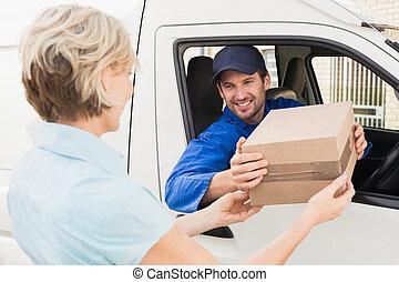 cliente, passar, seu, furgão, pacote, motorista, entrega