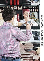 cliente, queso, vendedora, tienda, aceptando, pago
