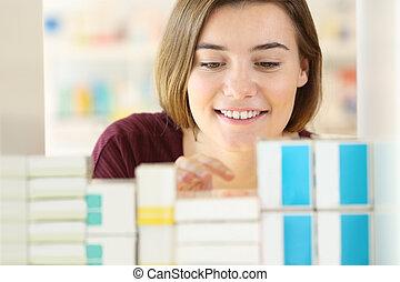 cliente, ricerca, medicine, in, uno, farmacia