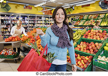 cliente, shopping, frutta, borsa, portante, sorridente, negozio