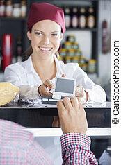 cliente, swipes, seu, cartão crédito, fazer, pagamento