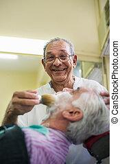 cliente, trabalho, barbeiro, sênior, raspar, homem