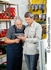 cliente, usando, commesso, tavoletta, digitale