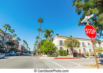 Clifton and Crescent crossroad in Beverly Hills