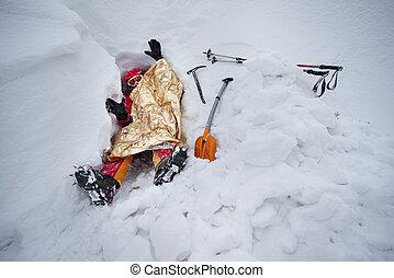 Climber digs a snow cave