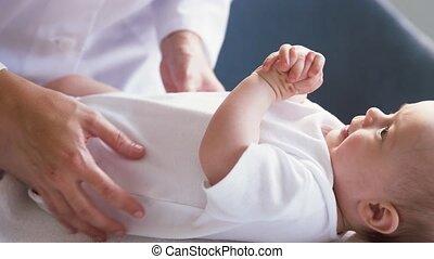 clinique, docteur féminin, pédiatre, bébé