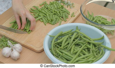 CLIP EDIT  Slicing fresh green stri