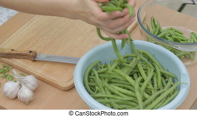 CLIP EDIT  Trimming fresh green bea
