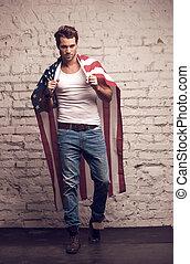 cloak., andar, expedir, excitado, americano, usando, homem, mostrando, seu, equipamento, semelhante, bandeira