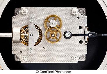 Clock mechanism, marine chronometer