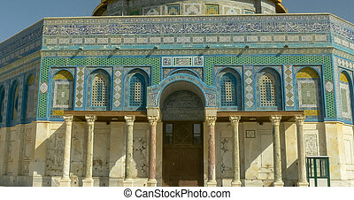 close shot of the dome of the rock mosque in jerusalem
