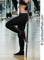close-up, abdominal, jovem, flexionando músculo, mulheres