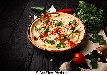 close-up, cremoso, hummus, ligado, um, tabela., legumes, pão pita, e, hummus, espalhar, ligado, a, madeira, experiência., temperado, hummus, dip.