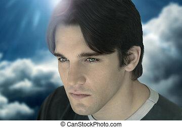 close-up, de, jovem, macho, modelo, contra, nuvens