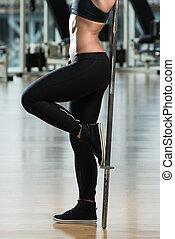 close-up, de, mulheres jovens, flexionar, músculo abdominal