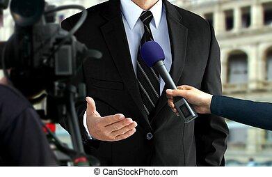 close-up, drukken, zwart kostuum, interview, man