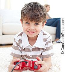close-up, i, lille dreng, boldspil spille video