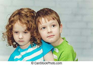 close-up, irmã, luz, irmão, abraçando, experiência., retrato, pequeno