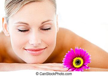 close-up, mulher, luminoso, flor, saúde, mentindo, tabela, spa, massagem