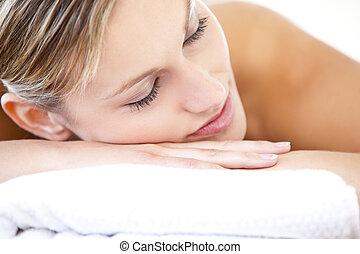 close-up, mulher, relaxado, tabela massagem, mentindo