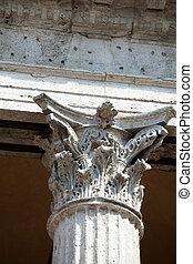 Close up of a corinthian capital.