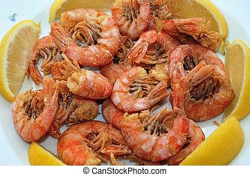 fried shrimps - close up of fried shrimps garnished with ...