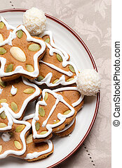 Close-up of gingerbread cookies on the plate