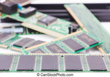 Random Access Memory (DDR RAM)