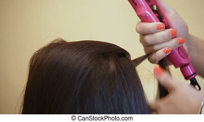 Close-up Salon Hair alignment Hairstyle at the brunette