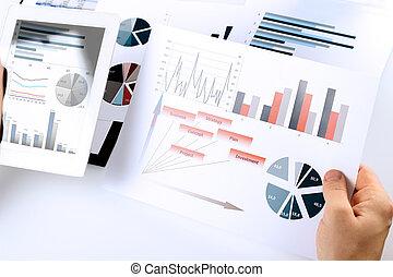 close-up, tablet, grafiek, analyzing, digitale , zakenman
