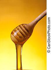 close-up, tiro, de, madeira, drizzler, com, fluir, mel