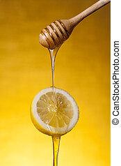 close-up, tiro, de, mel, fluir, ligado, limão