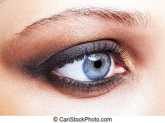 close-up, tiro, de, olho feminino, maquiagem