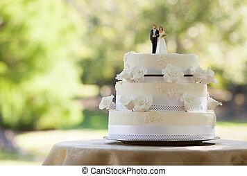 close-up, van, figurine, paar, op, huwelijkscake