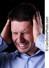 close-up, van, man, met, hoofdpijn