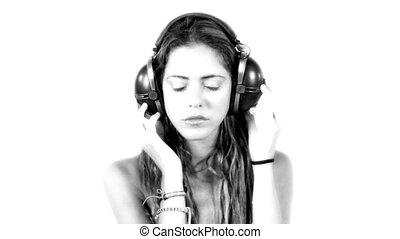 close-up, van, mooi, jonge vrouw , horende muziek, op,...