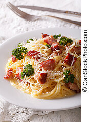 close-up, verticaal, pasta, food:, carbonara, italiaanse , tafel.