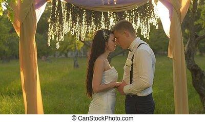 close-up, zijn, liefde, liefje, paar, het charmeren, woorden, mooi en gracieus, het spreken, man
