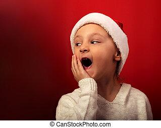 closeup, clouse, open, opgewekte, het kijken, achtergrond., mond, verwonderd, kerstman, verticaal, meisje, hoedje, kerstmis, rood, geitje