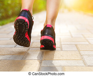 closeup, coureur, route, pieds, chaussures, courant