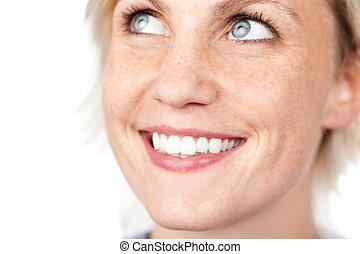 closeup, de, bonito, eyed azul, mulher sorri
