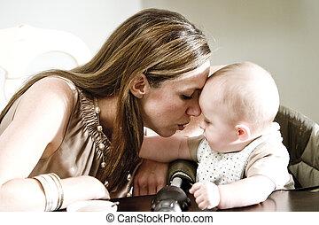 closeup, de, mãe bebê, ligar