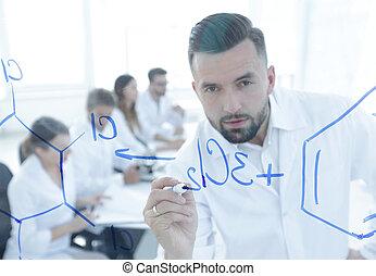 closeup, de, um, sério, cientista, trabalhando, com,...