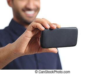 closeup, di, uno, uomo, mano, video guardante, in, uno, far male, telefono