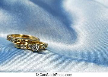 Diamond ring with wedding band