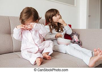 closeup, enfant, désordre, sofa, séance