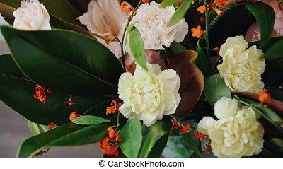 closeup, floral, arrangement., bloemen, in, een, glas,...