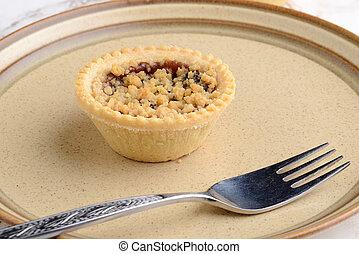 closeup fruit crumble tart with a fork