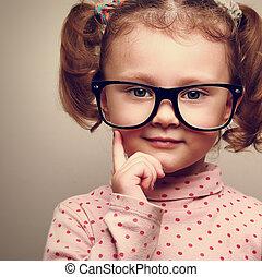 closeup, geitje, meisje, glasses., verticaal, vrolijke , plezier, ouderwetse